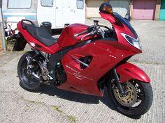love the red! Triumph Sprint, Triumph Bikes, Mode Of Transport, Bike Design, Motorcycle Helmets, Cars And Motorcycles, Motorbikes, Biker, Red