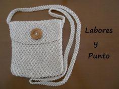 Aprende como tejer y coser un bolso pequeño de colgar, para llevar pequeñas cosas, como monedero, móvil... Es sencillo, fácil de tejer, con explicación clara...
