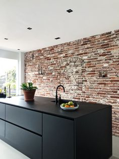 Fantastic kitchen style are readily available on our internet site. Check it out and you wont be sorry you did. Black Ikea Kitchen, Black Kitchens, Home Kitchens, Interior Design Kitchen, Kitchen Decor, Interior Decorating, Brick Wall Kitchen, Before After Kitchen, Classic Kitchen