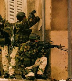 Team of french GCM (Mountain Commandos) during an urban training.