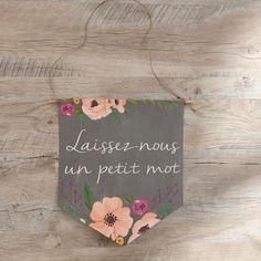 """Fanion en papier cartonné """"laissez nous un petit mot"""" sur fond effet ardoise et décoré de fleurs"""