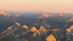 Sonnenaufgangsflug über den Allgäuer Alpen. #Alpenrundflug