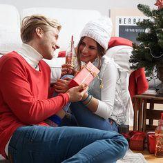 Dudelige Weihnachten! 🎄❄️⛄️🕯🎁 #almdudler #lassunsdudeln Gaudi, Videos, Winter Hats, Photo And Video, Couple Photos, Couples, Instagram, Xmas, Couple Shots