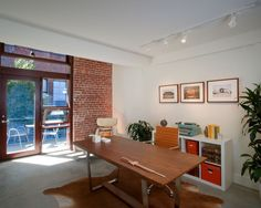 Accent brick wall for the modern home office [Design: Rockefeller Partners Architects] Cool House Designs, Modern House Design, Modern Interior Design, Sofa Table Design, Recycled Brick, Home Office Decor, Home Decor, Brickwork, Trendy Home