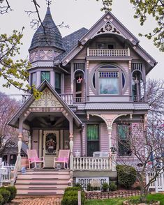 This is the kind of Victorian house I want. Deep instead of wide porch, a turret, visually layered front. Perhaps with a little less frilly woodwork, but as far as Victorian woodwork is concerned, this is quite simplified and I like that. Victorian Architecture, House Architecture, Victorian Buildings, Style At Home, Beautiful Buildings, Beautiful Homes, Marine City, Victorian Style Homes, Victorian Homes Exterior