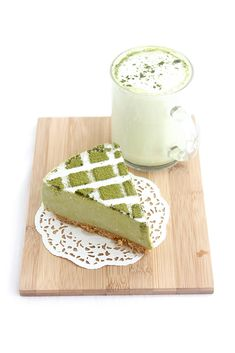 Try a slice of this creamy (but not too rich) tofu matcha cheesecake coupled with a salty, crunchy biscuit crust! #matcha #dessert