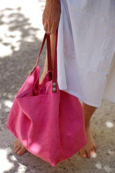 Risultati immagini per tutorial cabas reversibles Diy Tote Bag, Tote Purse, Fabric Bags, Denim Fabric, My Bags, Purses And Bags, Diy Sac, Linen Bag, Patchwork Bags
