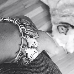 Ear Tag Charm Bracelet I could get one for my bottle calves. Cowgirl Bling, Cowgirl Jewelry, Western Jewelry, Cowgirl Style, Cowgirl Outfits, Western Style, Cowgirl Tuff, Indian Jewelry, Cute Jewelry