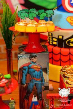 Hoje temos uma linda Festa Super Heróis!!Imagens Bibelô de Luxo.Lindas ideias e muita inspiração.Bjs, Fabiola Teles.            Mais ideias lindas:Bibelô de L...