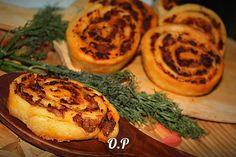 Шанежки с фаршем и сыром  Автор: Ольга Романова  Для приготовления понадобится:  Для теста потребуется:  творог - 250 гр (любой жирности)  яйцо - 2 шт  соль - щепотка  сода гашеная уксусом - 0,5 чайной ложки  мука - 2-2,5 стакана  растительное масло - 3 стол ложки в тесто  растительное масло - для жарки  Для начинки потребуется:  фарш любой - 300 гр  сыр - 100 гр  соль и перец - по вкусу  Творог перемешать с яйцами,солью,содой,растительным маслом до однородной массы.Далее добавить просеянную…
