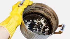 Cum se curăţă cel mai ușor o tigaie arsă. Cratiţele tale vor arăta ca noi