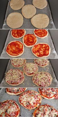 Med pitabrød som bund er det ingen sag at bikse nogle virkelig lækre mini-pizzaer sammen. Brug dit yndlingsfyld eller lige det, du har i køleskabet. Mini Pizza, Good Food, Yummy Food, Danish Food, Lunch Snacks, Italian Recipes, Food Inspiration, Sandwiches, Snack Recipes