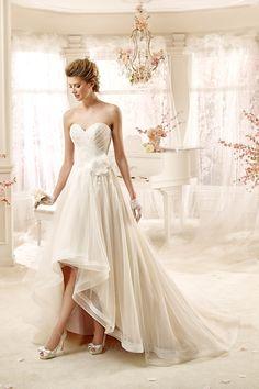 Robe de mariée a-ligne de cache-cœur en tulle courte devant longue derrière