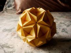Pretty Origami Kusudama - http://www.ikuzoorigami.com/pretty-origami-kusudama/