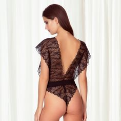 Lebody stringen dentelle Emerson de Bluebella a vraiment tout pour plaire! A shopper sur www.paradise-boutik.com #body #string #dentelle #lingerie #lingeriefine #lingerieaddict #lingerielovers #bluebella #lace #black #noir #sexiness #sexy #lingeriesexy