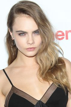 Cara's+too+cool+for+good-girl+layers.+Instead,+her+long+strands+are+snipped+on+the+diagonal+right+at+the+ends.   - HarpersBAZAAR.com
