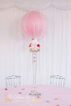 Chandelier cristal - Mariage princesse - Ballon rose poudrée - Décoration de mariage - Organisateur & Innovateur d'évènements en Alsace -  www.cdeuxlor.com https://www.facebook.com/pages/C-Deux-Lor/291731146540?ref=ts