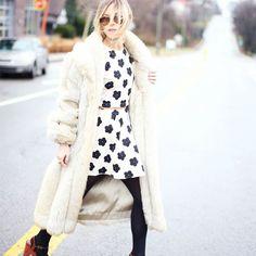 Street style com dicas de sapatos que as baixinhas deveriam ter, plataformas.