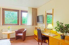 Standard Doppelzimmer im AKZENT Hotel Cordes Restaurant, Furniture, Home Decor, Environment, Double Room, German Cuisine, House, Decoration Home, Room Decor