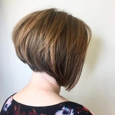 Angled Bob Haircuts Ideas In 2020 27 Angled Bob Hairstyles Trending Right Right now for 2020 Long Angled Bob Hairstyles, Layered Bob Haircuts, Hairstyle Short, Layered Hairstyles, Short Textured Bob, Short Angled Bobs, Bob Haircut For Fine Hair, Short Hair With Layers, Trending Hairstyles