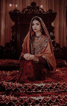 Indian Aesthetic, Queen Aesthetic, Aesthetic Women, Desi Wedding Dresses, Pakistani Wedding Outfits, Ethnic Outfits, Indian Outfits, Indian Photoshoot, Indian Gowns Dresses