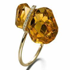 Yellow gold diamonds and citrine with a very personal cut for a ring by Annette Ehinger. Seen in Friends of Carlotta (Zurich). Regrann from @friends_of_carlotta  __________  Oro amarillo diamantes y un citrino con una talla muy personal para un anillo de Annette Ehinger. Visto en Friends of Carlotta (Zurich) _________  #DeJoyaEnJoya #FromJewelToJewel  #AnnetteEhinger #FriendOfCarlotta #ContemporaryJewelry #JoyeriaContemporanea #GioielloContemporaneo #ContemporaryJewellery #BrunaHauert…