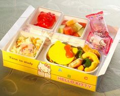 Super cute Hello Kitty bento from the new Eva airline Hello Kitty airbus! I wanna go Food Art Lunch, Bento Box, Lunch Box, Baby Friends, Looks Yummy, Food Packaging, Food Dishes, Food Food, Food Photo