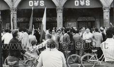 1973-74: ancora festeggiamenti, tanti i tifosi che si radunano in piazza Martiri per la storica promozione