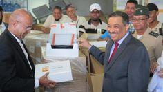 JCE recibe 2500 nuevos equipos para el escrutinio elecciones 15 de mayo. DETALLES: http://www.audienciaelectronica.net/2016/03/jce-recibe-2500-nuevos-equipos-para-el-escrutinio-elecciones-15-de-mayo/