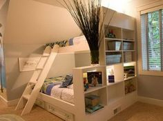 Stapelbed gecombineerd met een kast aan de zijkant. op zolder?