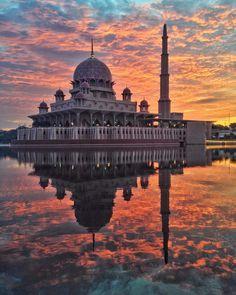 日本からも近く海外旅行先としても人気の高いアジア。比較的安く滞在できるのも魅力の一つですよね。今回はそんなアジアの中でも「マレーシア」の美しいおすすめ絶景スポットを厳選してご紹介。さあ、今すぐ旅に出よう!