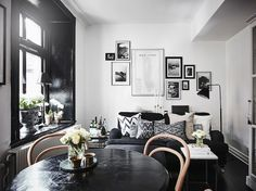 Sitting room in a Swedish home with dramatic black accents. Anders Bergstedt for Entrance.