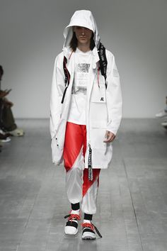 Christopher Raeburn Spring 2019 Ready-to-Wear Fashion Show Collection: See the complete Christopher Raeburn Spring 2019 Ready-to-Wear collection. Look 3