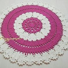 "1,276 Likes, 26 Comments - rose oliveira (@roseoliveira_tartes) on Instagram: ""Tapete lindo Via @orgu_masali #tapetes #crochet #rugs"""