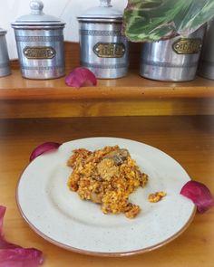 Recette de risotto de quinoa rouge, blanc et boulgour à la sauce tomate avec des oignons et champignons marinés à la sauce soja et paprika - la cuisine gormande facile !