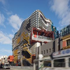 Extreme Facade of RMIT Swanston Academic Building by Lyons