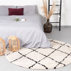 Hoogpolig vloerkleed - Grand Lines Rond Creme/Zwart - Apocalypse Now And Then Susa, Home Living, My Room, Interior Inspiration, Comforters, Area Rugs, New Homes, Blanket, House Styles