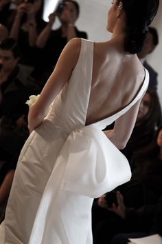Can I see the back? Oscar de la Renta Bridal 2015 #odlr - www.ninagarcia.com