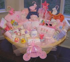 Baby shower gift basket baby shower basket ideas girl baby show Cadeau Baby Shower, Cute Baby Shower Gifts, Cute Baby Gifts, Baby Girl Gifts, Baby Girls, Baby Shower Gift Basket, Baby Baskets, Basket Gift, Big Basket