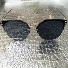 Black & Gold Sunglasses Fun reflective mirrored fashion sunglasses. Oversized with a gold metal frame. 100% UVA & UVB protection. Check my closet for more color options. Price firm unless bundled. No trades. Accessories Sunglasses