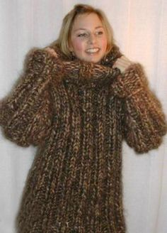 Lover of angora and mohair worn by women . Angora, Fluffy Sweater, Mohair Sweater, Thick Sweaters, Wool Sweaters, Gros Pull Long, Gros Pull Mohair, Pullover Outfit, Mini Robes