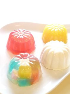 It may be time for a return and modernization of jello molds. Japan may be leading the way.     ゼリーのイエ