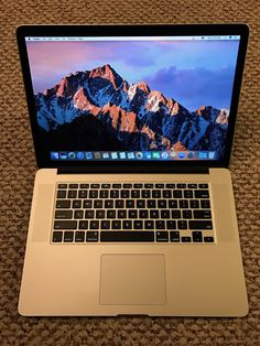 Apple RETINA Macbook Pro 15in late 2013 1TB low cycles new screen!