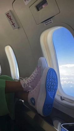 Aesthetic Shoes, Aesthetic Clothes, Beach Aesthetic, Summer Aesthetic, Travel Aesthetic, Nike Blazer Outfit, High Top Sneakers, Sneakers Nike, Nike Air Force 1