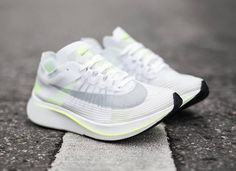 super popular e84c1 d1d78 Vous voulez acheter la chaussure Nike Zoom Fly SP White Volt Glow (prix    170
