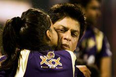 Suhana kissing her Dad Shahrukh Khan
