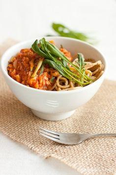 Nopea kesäkurpitsa-linssispagetti