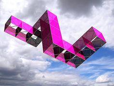 Javier Lopez & Fer Frances - José María Yturralde Kite Building, Origami, Box Kite, Kite Designs, Kite Making, Go Fly A Kite, Spanish Art, Pattern Making, Ethereal