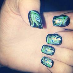 Peacock Fingernail  design