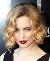 Vintage Hairstyles For Prom Greatest Ideas of Formal Hairstyles for Short Hair in Men Short Wavy Haircuts, Formal Hairstyles For Short Hair, Curly Bob Hairstyles, Short Hair Cuts, Evening Hairstyles, Curly Short, Hairstyles 2018, 1920s Hair Short, Fancy Short Hair